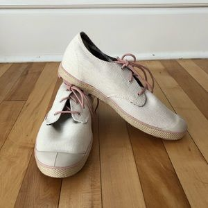 NWOT Palladium Sneakers Size 9